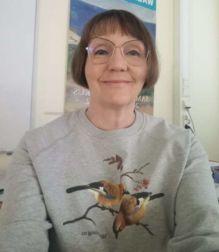kieltenopettaja Emilia Hurme reactored